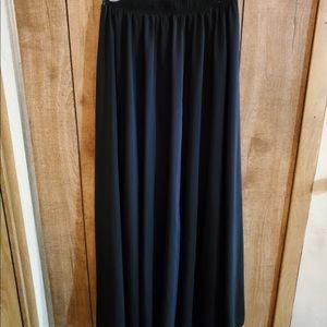 Black maxi high waisted skirt!